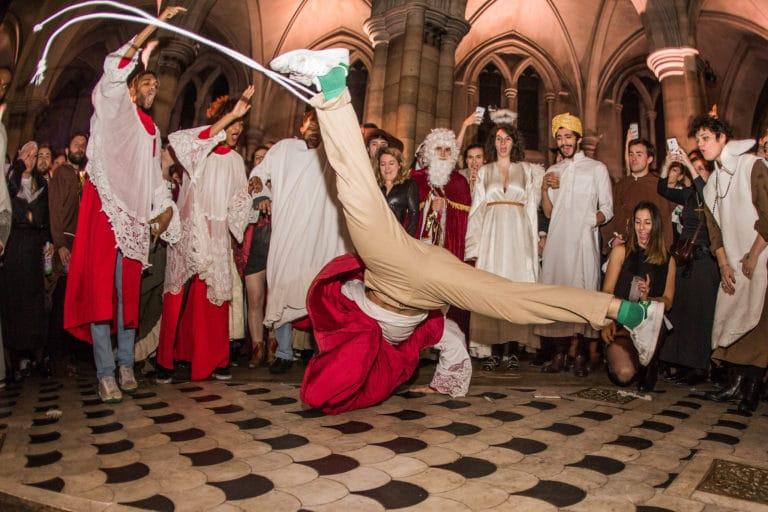 performance danse hip hop soiree costumee dans une eglise the last monastery cathedrale americaine de paris 5 ans wato agence wato we are the oracle evenementiel events