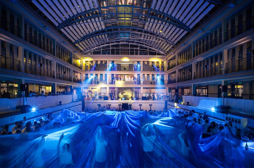 An impressive public party: The Underwater Party