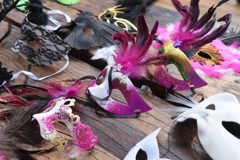 plumes masques venitien venise palais des doges theme venise goodies elements de decoration photocall fond vert venitien citizen can agence wato evenementiel events