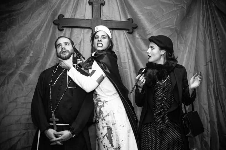 pretre croix religions Abri Lefebvre abri anti atomique paris 15 e arrondissement France soirée exceptionnelle Victorious Shelter agence wato we are the oracle evenementiel events