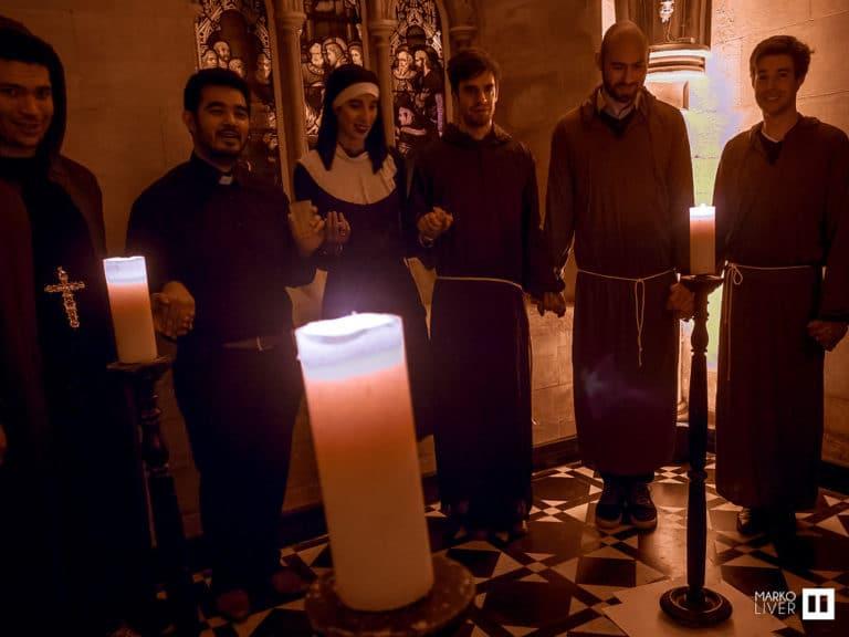 priere moine scenographie sur mesure cierge soiree costumee dans une eglise the last monastery cathedrale americaine de paris 5 ans wato agence wato we are the oracle evenementiel events