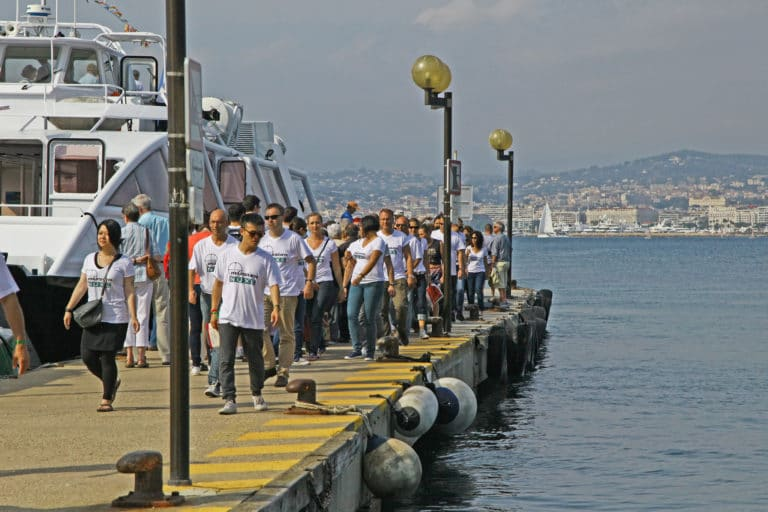 quai amarage bateaux photos de groupe port de Cannes bateaux ferry mer france seminaire exceptionnel a Cannes Nuxe agence wato we are the oracle evenementiel events