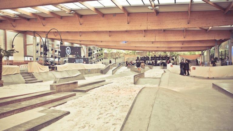scène dunes de sables création d un desert scénographie sur mesure espace glisse paris 18 skatepark municipale serment d'alcazar agence wato we are the oracle evenementiel events
