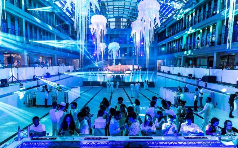 scénographie sur mesure piscine pailleron espace sportif pailleron paris france soirée underwater 2 II agence wato we are the oracle evenementiel events