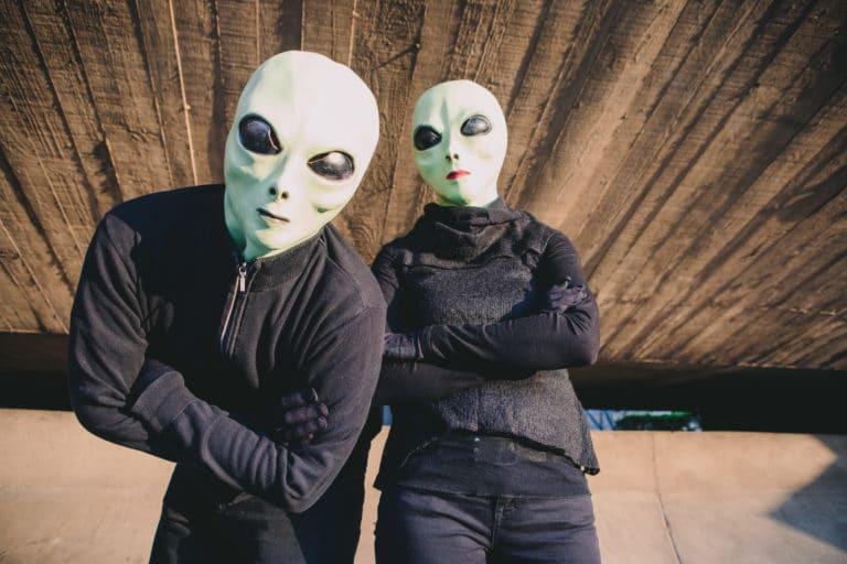 masque alien acteurs siege du pcf soiree dansante zemixx 600 scenographie sur mesure joachim garaud agence wato we are the oracle evenementiel events