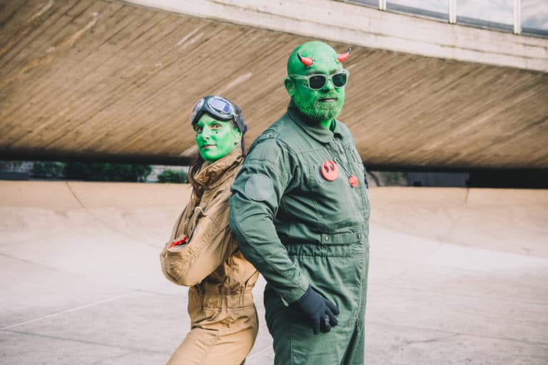 costumes déguisements alien siege du pcf dome du pcf soiree dansante zemixx 600 scenographie sur mesure joachim garaud agence wato we are the oracle evenementiel events