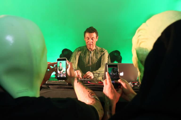 joachim garraud dj set dancefloor techno spots lights dj set astronaute cosmonaute siege du pcf soiree dansante zemixx 600 scenographie sur mesure joachim garaud agence wato we are the oracle evenementiel events