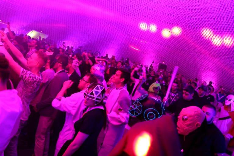 dancefloor techno spots lights dj set astronaute cosmonaute siege du pcf soiree dansante zemixx 600 scenographie sur mesure joachim garaud agence wato we are the oracle evenementiel events