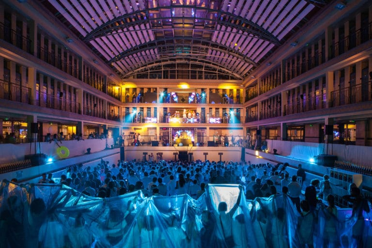 spots ecrans LED dancefloor soirée dansant fosse piscine pailleron espace sportif pailleron Paris 19 france the underwater party soirée wato agence wato we are the oracle evenementiel events