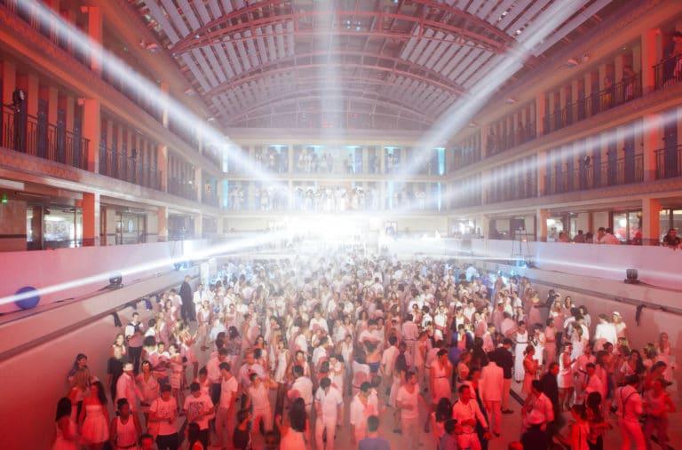 spots light dancefloor soirée dansant fosse piscine pailleron espace sportif pailleron Paris 19 france the underwater party soirée wato agence wato we are the oracle evenementiel events