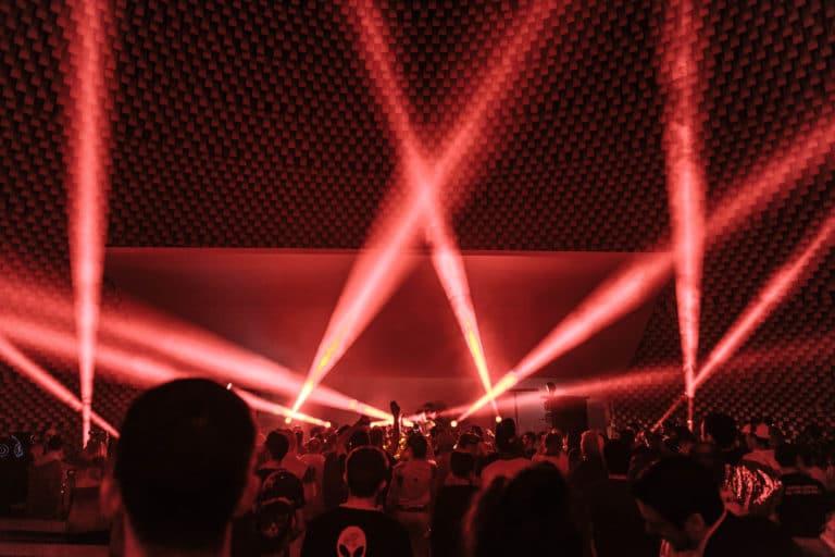 spots lights dj set astronaute cosmonaute siege du pcf soiree dansante zemixx 600 scenographie sur mesure joachim garaud agence wato we are the oracle evenementiel events