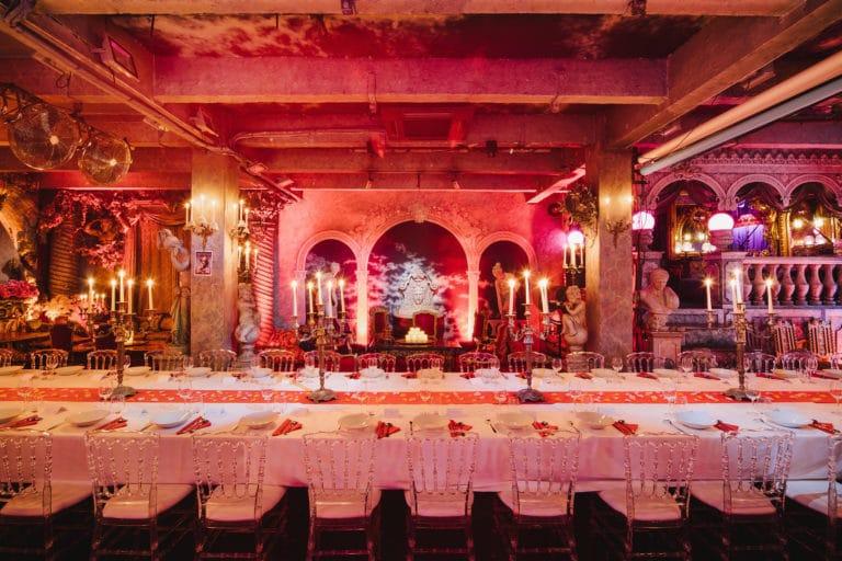 table diner aux chandelles decor exceptionnel loft baroque paolo calia anniversaire milliardaire indien agence wato we are the oracle evenementiel event