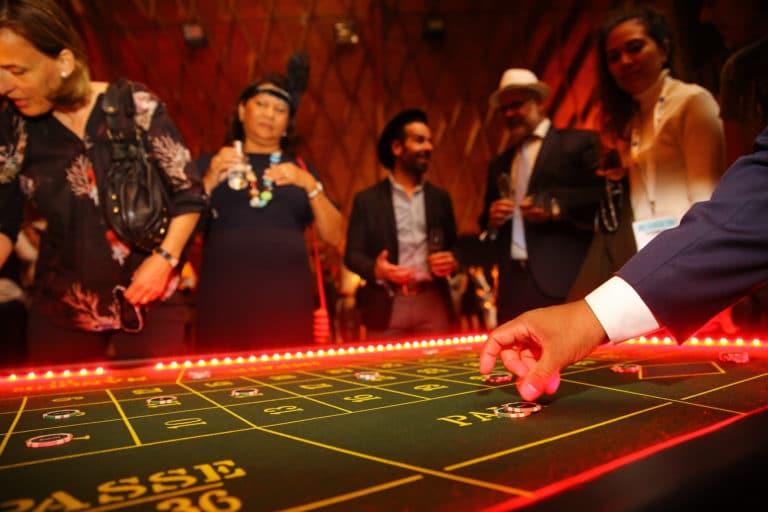 table roulette casino dollars paris france theme mafia evenement sur mesure soirée d exception la nuit des canailles voyage prive agence wato we are the oracle evenementiel events