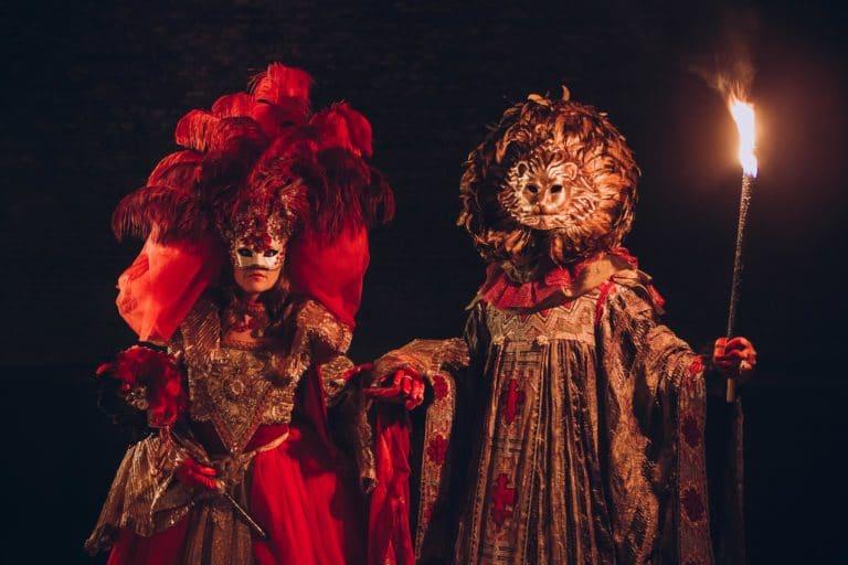 torche flambeau paris costumes carnaval de venise masques voute richard lenoir canal saint martin paris insolite secret tournage teaser video venise sous paris agence wato we are the oracle evenementiel