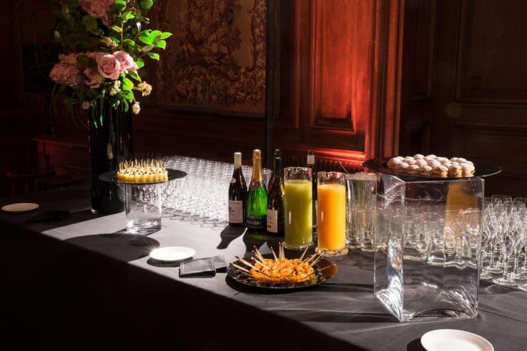 traiteut evenementiel champagne flutes hotel particulier paris hotel Salomon de Rothchild paris 8 france padam padam soirée des années 20 agence evenementielle wato we are the oracle events