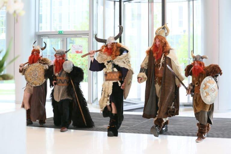 wato-agence-evenementielle-paris-sfr-les-journées-guerrieres-arrivée-viking-2