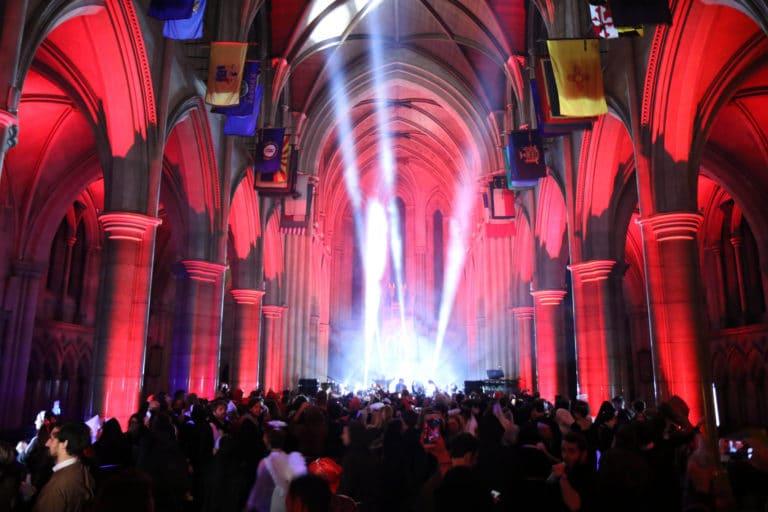 eclairage evenementiel soiree costumee dans une eglise the last monastery soiree dansante cathedrale americaine de paris 5 ans wato agence wato we are the oracle evenementiel events