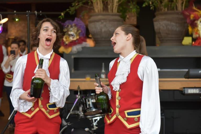 Amelia feuer wato citizen can venise laquet champagne chanteuses opera cantatrice venitien or plumes thematique insolite costume deguisement cocktail quai ouest corporate event evenementiel paris