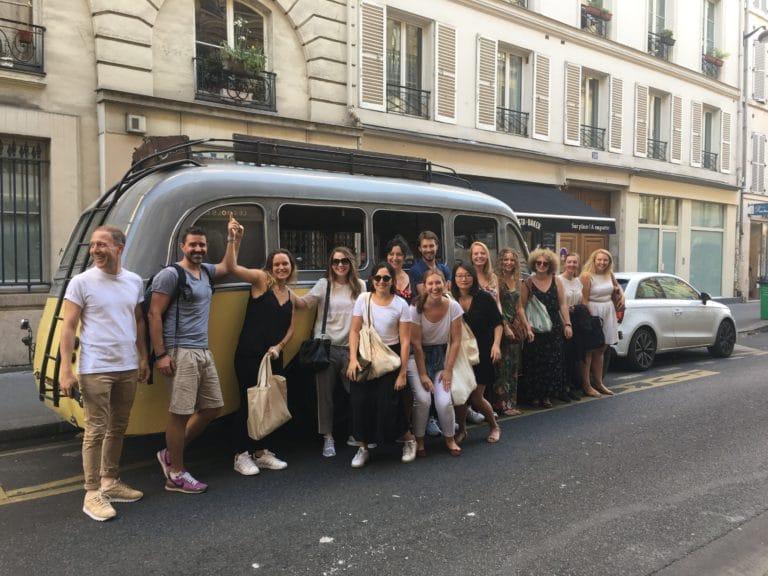 photo de groupe clients leboncoin bus collection citroen bus u23 ancien bus retro diner lieu insolite paris agence zcomme leboncoin agence wato we are the oracle evenementiel event events