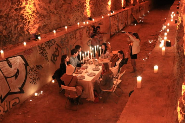 wato-messy-nessy-chic-vanessa-graal-bunker-insolite-visite-diner-exception-pic-nic-table-bougies-chandeliers-aventure-exploration-urbaine-urbex-evenementiel-paris-agence