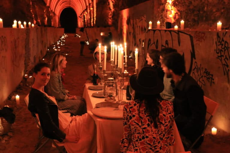 wato-messy-nessy-chic-vanessa-graal-bunker-insolite-visite-diner-exception-pic-nic-table-chandeliers-couloir-beton-bougies-aventure-exploration-urbaine-urbex-evenementiel-paris-agence