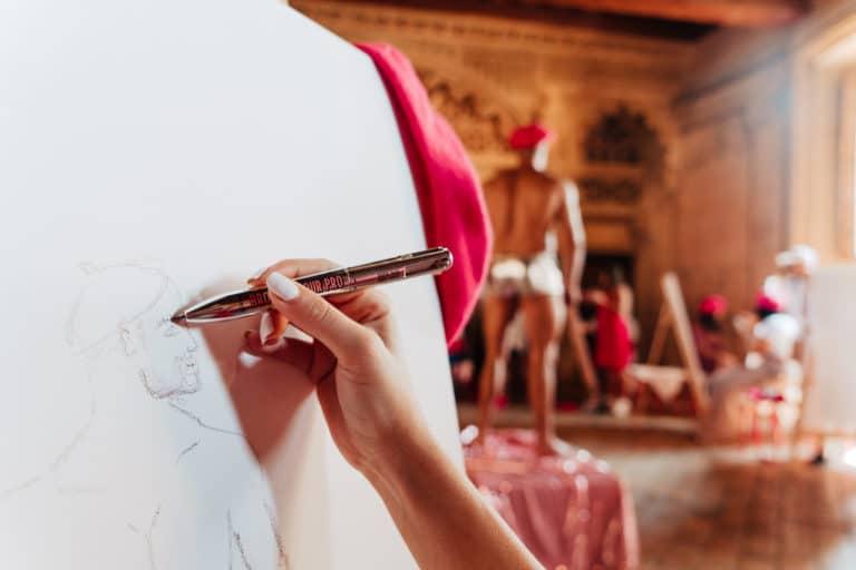 chateau de bagnols dessins mannequins influenceuses hotel particulier paris france insolite brow contour pro benefit cosmetics lancement de produit agence wato we are the oracle evenement events