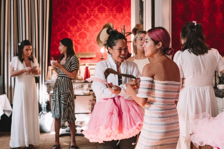 hotel st james influenceuses europe marie antoinette costumes hotel particulier scenographie sur mesure france insolite brow contour pro benefit cosmetics seminaire agence wato we are the oracle evenements