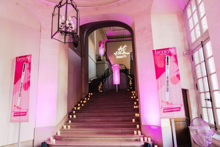 influenceuses-hotel-particulier-paris-france-insolite-brow-contour-pro-evenement-sur-mesure-benefit-cosmetics-lancement-de-produit-agence-wato-we-are-the-oracle-evenement-events