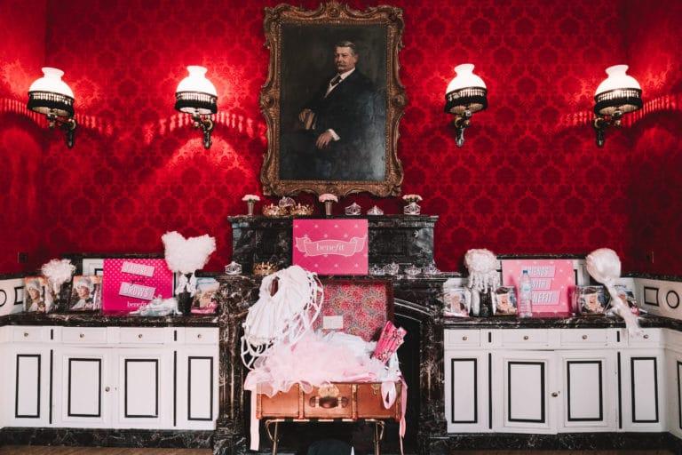 hotel st james marie antoinette costumes hotel particulier influenceuses scenographie sur mesure france insolite brow contour pro benefit cosmetics seminaire agence wato we are the oracle evenement event