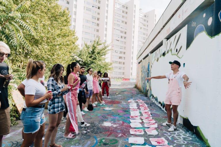 street art brow contour pro benefit cosmetics influenceuses street art ancienne ecole lyon scenographie sur mesure france insolite seminaire agence wato we are the oracle evenement event