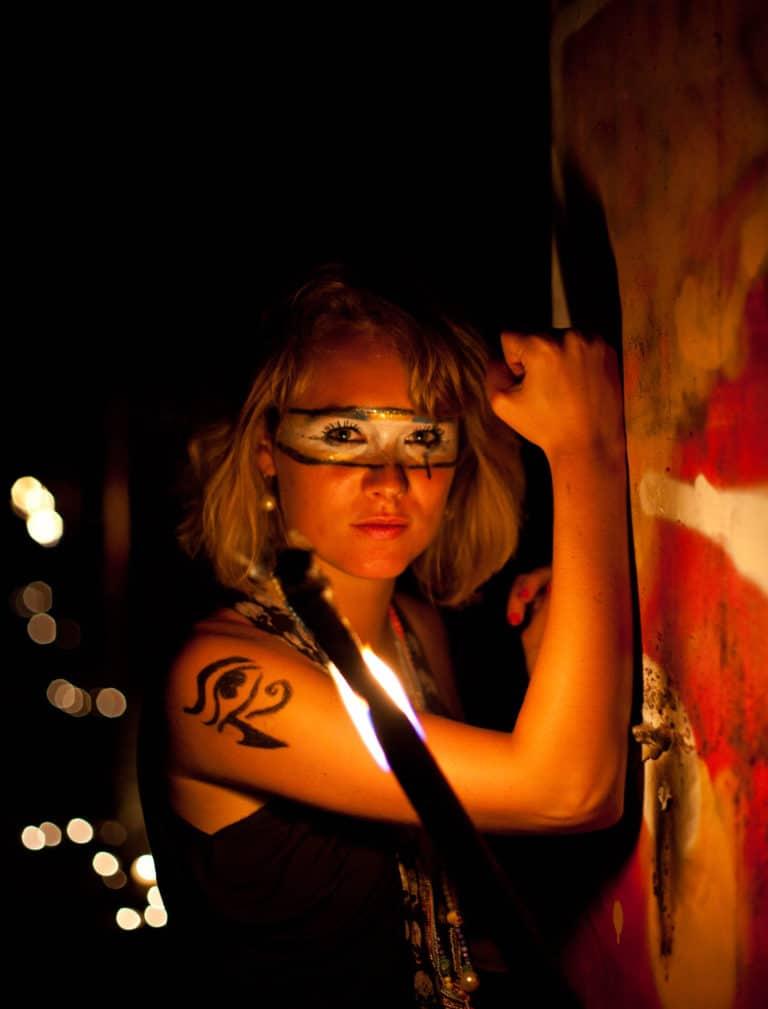 Iris de Rode actrice urbex petite ceinture ancienne gare de Montrouge Paris france soirée publique WATO The Urban Tribe Dinner agence wato we are the oracle evenementiel events