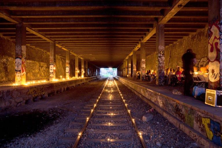 bougies urbex exploration urbaine petite ceinture ancienne gare de Montrouge Paris france soirée publique WATO The Urban Tribe Dinner agence wato we are the oracle evenementiel events