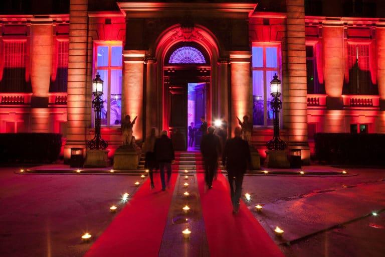 extérieur éclairage événementiel tapis rouge bougies hotel Salomon de Rotschild hotel particulier paris france agence wato we are the oracle evenementiel event