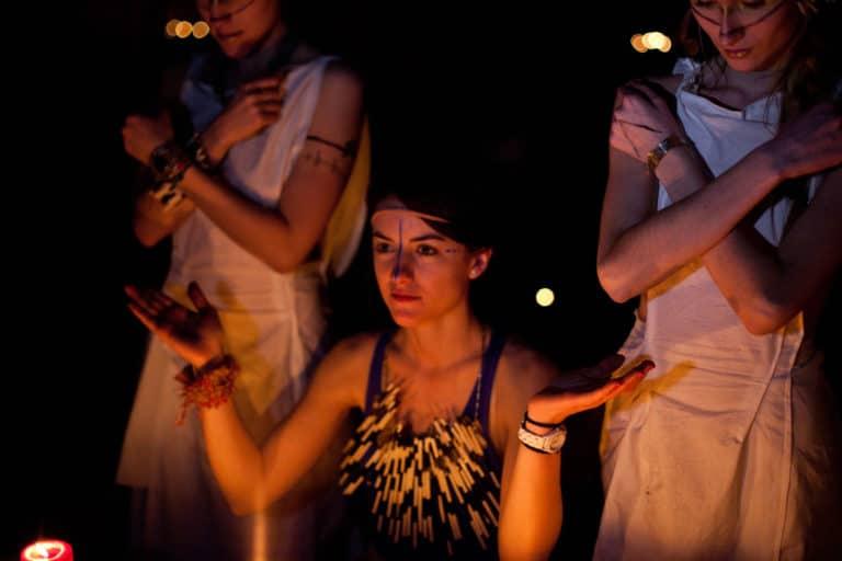 pretresses rites urbex petite ceinture ancienne gare de Montrouge Paris france soirée publique WATO The Urban Tribe Dinner agence wato we are the oracle evenementiel events