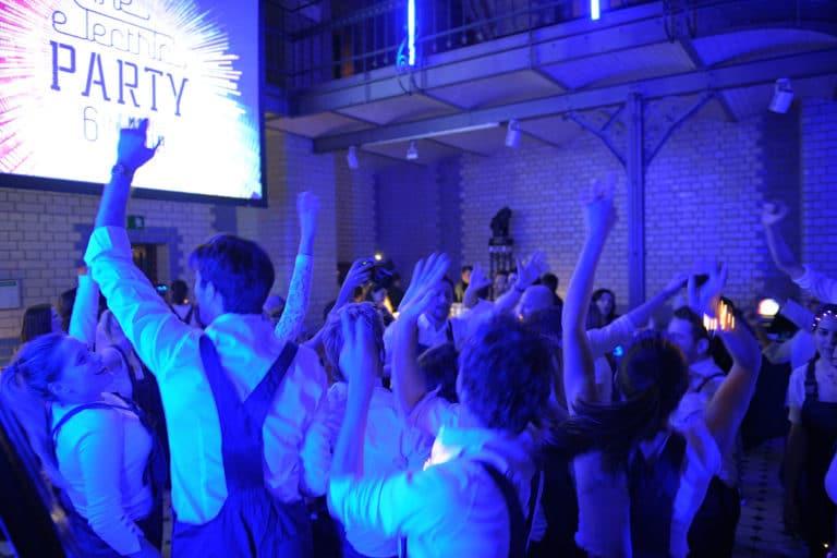 turbinenhalle electric party voyage prive soiree dansante insolite ancienne usine berlin allemagne soiree corporate scenographie sur mesure agence wato we are the oracle evenementiel events
