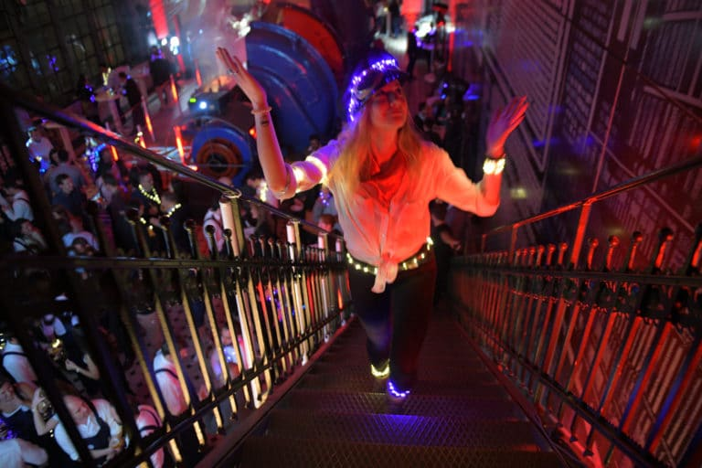 turbinenhalle hyomi legendre electric party soiree dansante insolite ancienne usine berlin allemagne soiree corporate evenement sur mesure voyage prive agence wato we are the oracle evenementiel