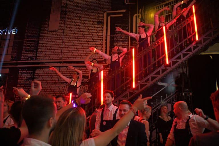 turbinenhalle voyage prive electric party soiree dansante insolite ancienne usine berlin allemagne neons soiree corporate evenement sur mesure agence wato we are the oracle evenementiel events