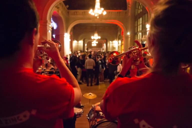 fanfare bva circus trianon palace evenementiel corporate cirque soiree exceptionnelle bva agence wato we are the oracle events
