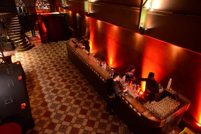 BVA circus agence WATO evenementiel corporate cirque circus trianon soiree bar cocktail champagne