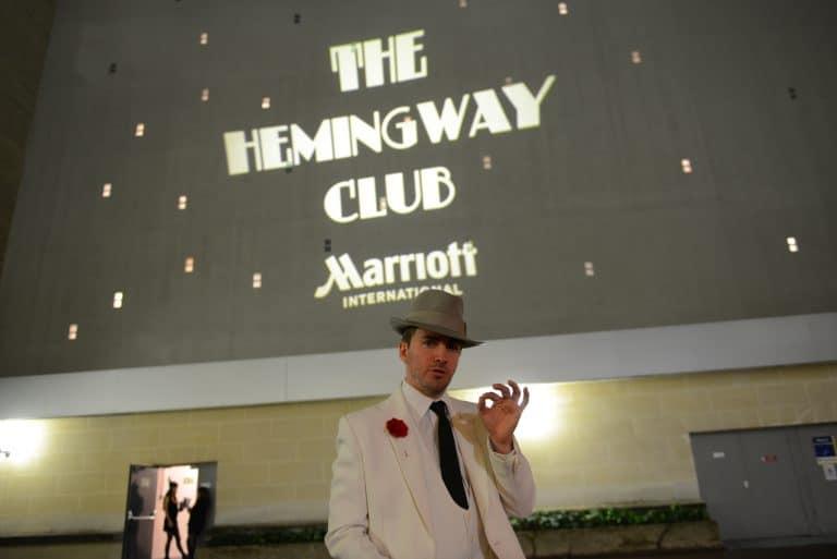 acteur-costume-comedien-chapeau-mafieux-parrain-soiree-prohibition-annees-folles-1920-event-hemingway-club-agence-wato-marriott-international-hotel-paris-1
