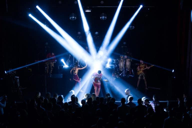 concert prive deluxe electro pop dancefloor soiree dansante trianon theatre paris france soiree coporate scenographie sur mesure bva circus agence wato we are the oracle evenementiel events