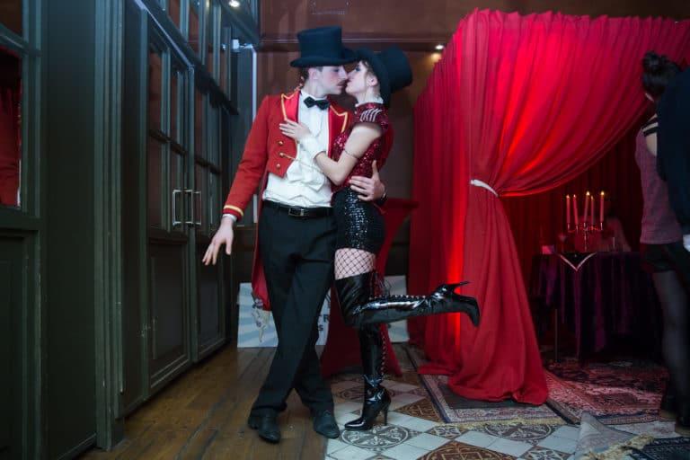 gregoire desrousseaux pauline prevost mr mme loyal costume theatre parisien theme cirque soiree coporate scenographie sur mesure bva circus agence wato we are the oracle evenementiel event