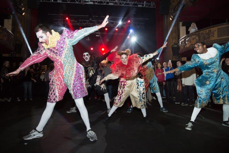 hapenning danseurs costumes cirques dancefloor soiree dansante trianon theatre paris france soiree coporate scenographie sur mesure bva circus agence wato we are the oracle evenementiel events