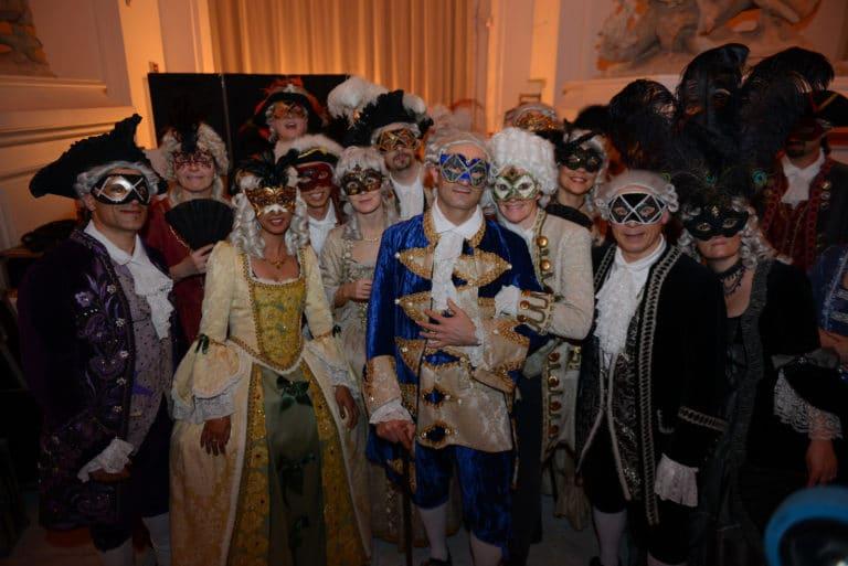 photo de groupe venitien robes masques venise une nuit a venise icdc cnpti agence wato we are the oracle evenementiel events