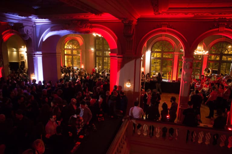salle de bal foyer cocktail champagne cirque salle de spectacle concert parisien paris france soiree coporate scenographie sur mesure bva circus agence wato we are the oracle evenementiel events