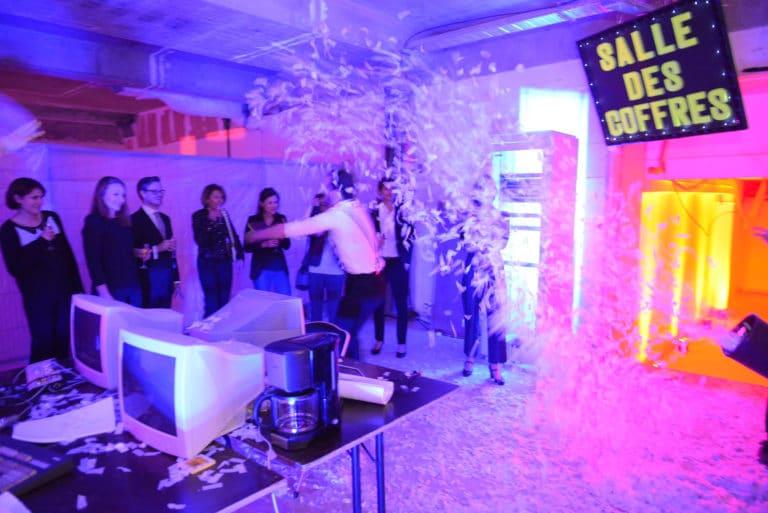 salle des coffres banque abandonnée confettis lieu insolite scenographie sur mesure le bal lumineux soirée privé banque agence wato evenementiel events