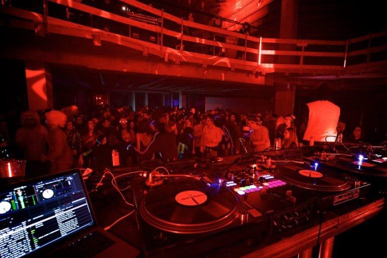 show scratch hip hop dj netik dj fly champions du monde dmc paris france soiree coporate platines vinyles tracktor evenement sur mesure agence wato we are the oracle evenementiel event
