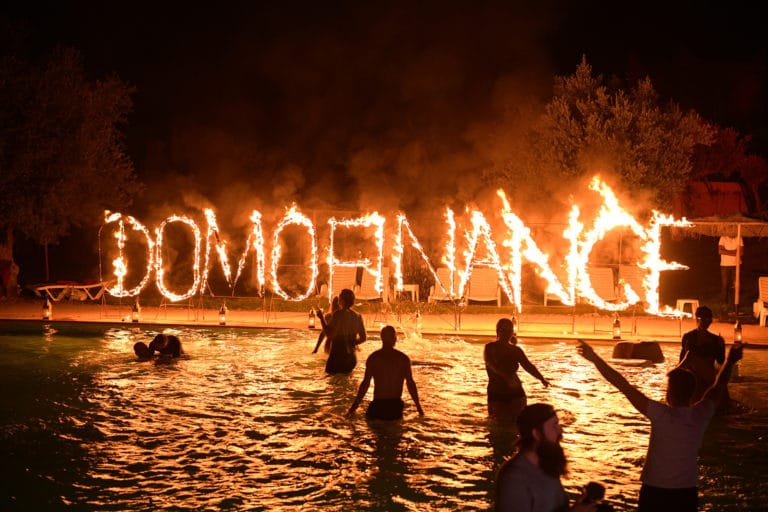 lettres-de-feu-personnalisees-soiree-dansante-pool-party-hotel-marrakech-maroc-maghreb-evenement-sur-mesure-domofinance-challenge-agence-wato-we-are-the-oracle-evenementiel-events