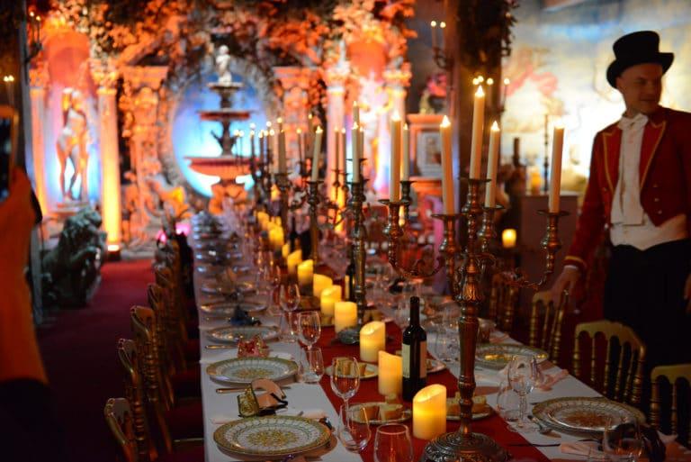 Human n partners table bougie diner chandelier baroque or rouge fontaine venise italie agence wato paris soirée event corporate evenementiel
