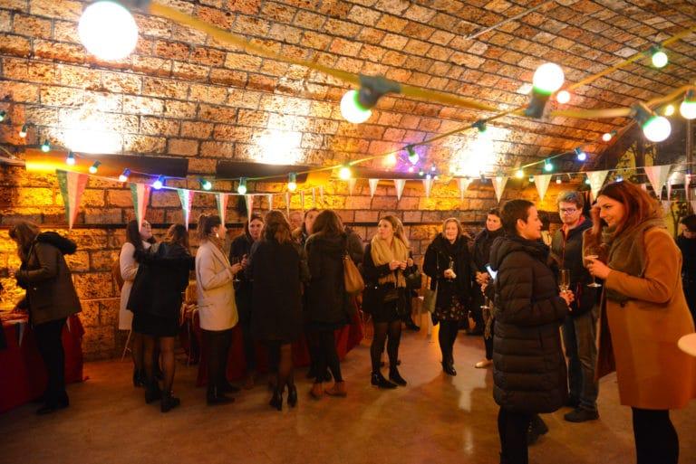 Human n partners voute decor fanions lumiere apéritif équipe team venise italie agence wato paris soirée event corporate evenementiel